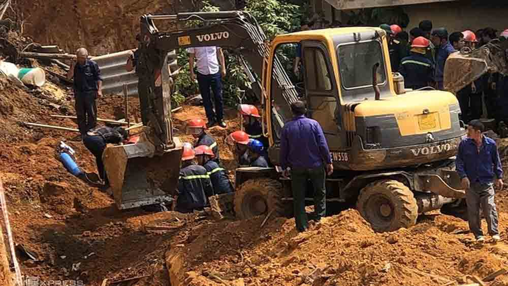 Three killed, northern Vietnam landslide, Phu Tho province, critical condition, rescue personnel