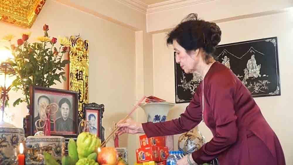 Vietnam celebrates 'Parents Day' online