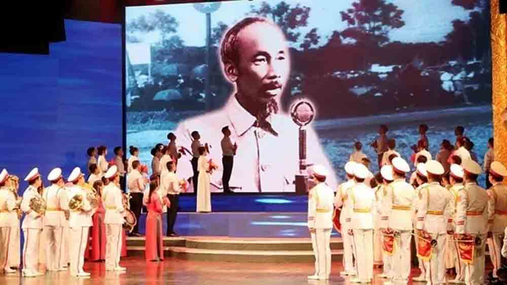 PM attends gala performance marking National Day
