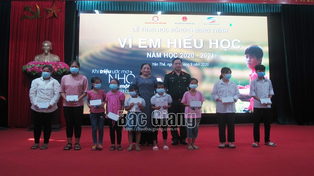 50 scholarships, Yen The district, Vi em hieu hoc programme, For studious students scholarship, impoverished students