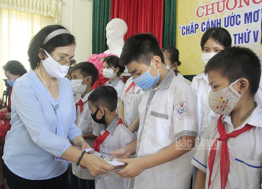 Trao học bổng, Chắp cánh ước mơ cho học sinh nghèo, Bắc Giang