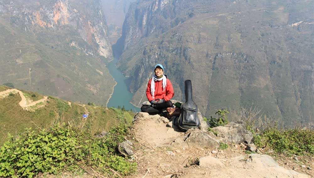 Ho Nhat Ha, empty pockets, guitar in hand, positive messages about life, 113-day journey on foot, happy life, live in harmony with nature