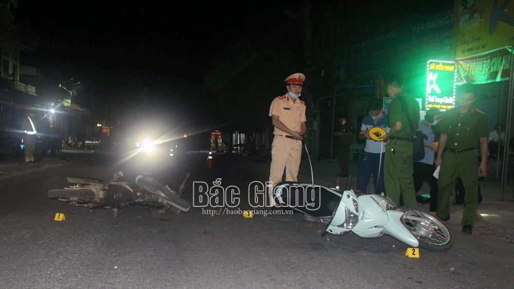 Bắc Giang: Hai xe máy va chạm, nam thanh niên 22 tuổi tử vong