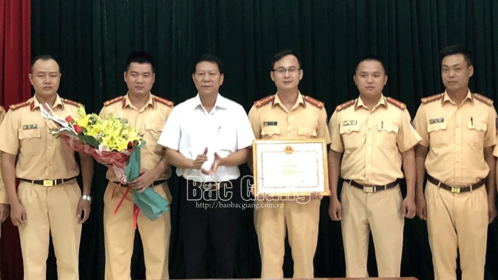 Bắc Giang: Khen thưởng đột xuất 6 tập thể, cá nhân Công an huyện Yên Thế