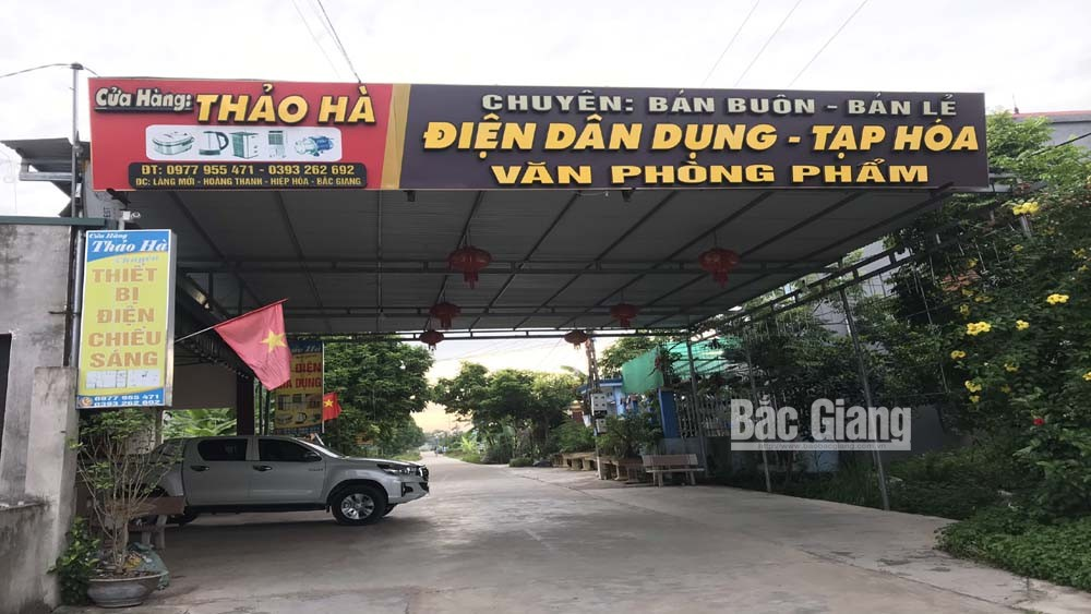 """Xã Hoàng Thanh (Hiệp Hòa): Nhiều hộ dân """"lợp mái"""" đường giao thông"""