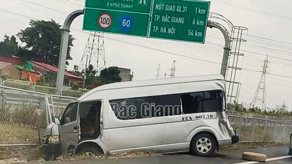 Bắc Giang: Hai ô tô va chạm nhau, một cán bộ huyện Cao Lộc (Lạng Sơn) bị thương