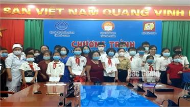 """Bắc Giang: 251 học sinh được trao học bổng """"Chắp cánh ước mơ"""""""