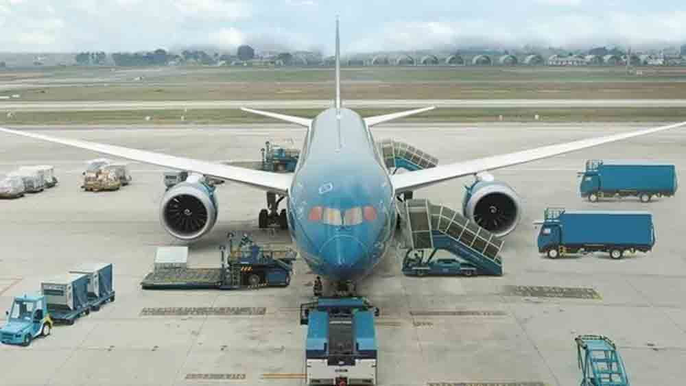 Vietnam Airlines, resumes int'l flights, Covid-19 pandemic, one-way flights, Vietnam and Japan,  most modern aircraft