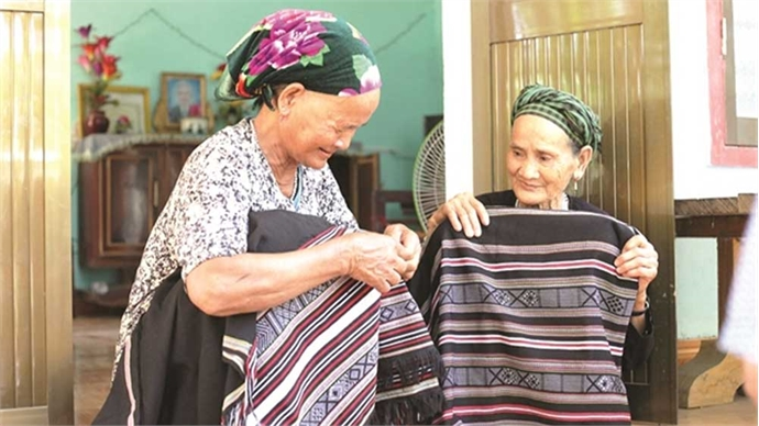 Elegant weaving of local allure