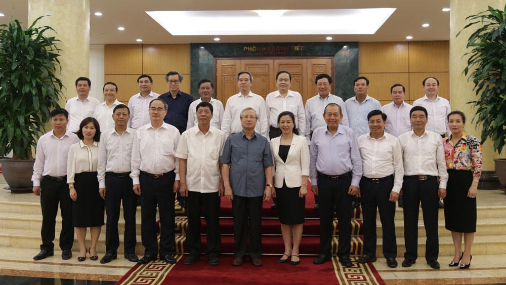 Bắc Giang, Bộ Chính trị, duyệt văn kiện, nhận sự Đại hội