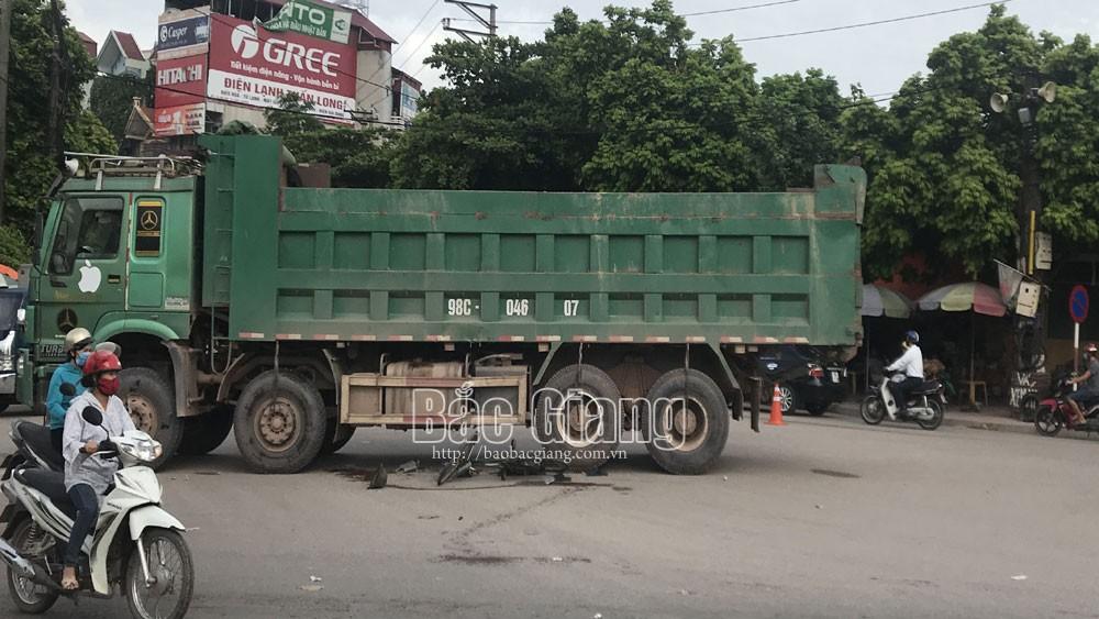 Bắc Giang: Nạn nhân trong vụ tai nạn giao thông khu vực đầu cầu sắt Mỹ Độ đã tử vong