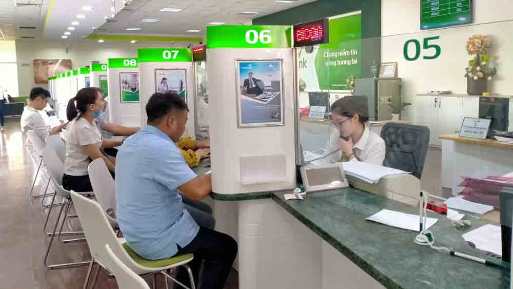 Commercial banks in Bac Giang pledge to fuel enterprises to overcome difficulties caused by Covid-19