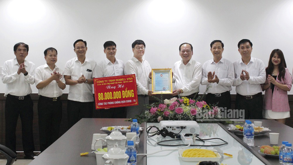 Diabell Vina Company Limited donates 80 million VND to Bac Giang for Covid-19 combat