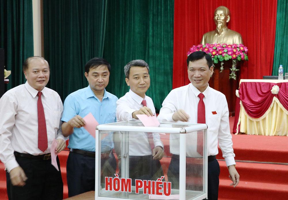 hiệp hòa, Ngô Tiến Dũng, Tạ Việt Hùng, bắc giang, HĐND, Nguyễn Văn Nghị