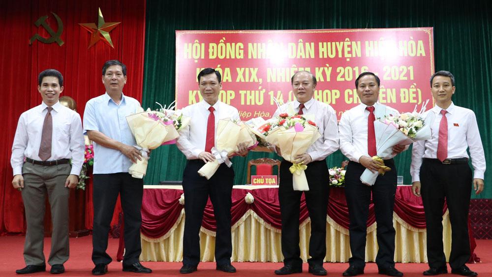 Đồng chí Ngô Tiến Dũng, Bí thư Huyện ủy Hiệp Hòa được bầu giữ chức Chủ tịch HĐND huyện