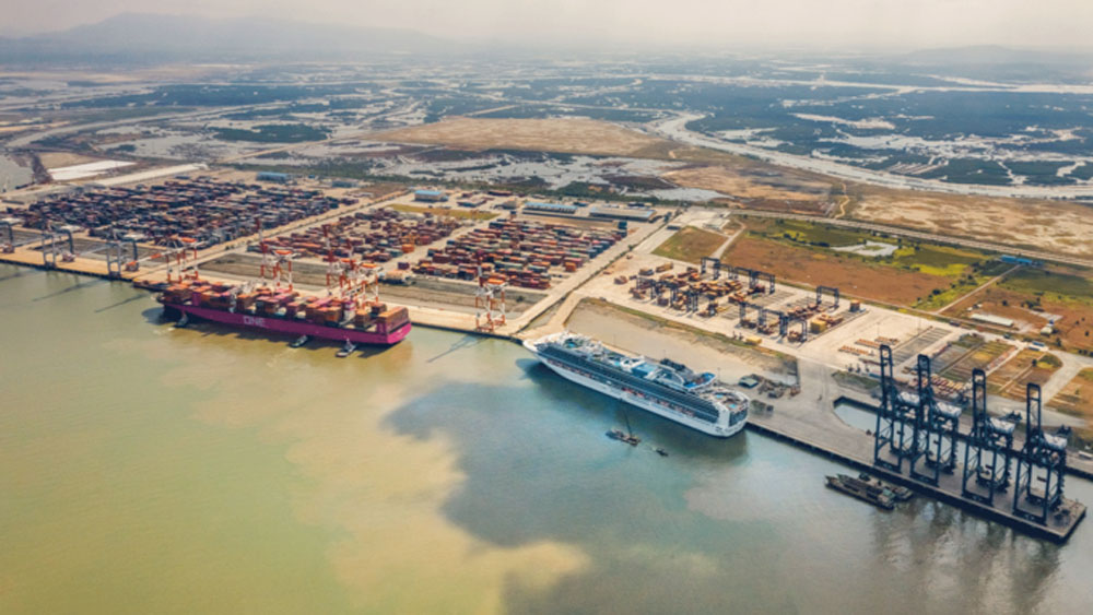 European investors, logistics center, Vietnam, seaport logistics complex, large container ships, fastest-growing ports