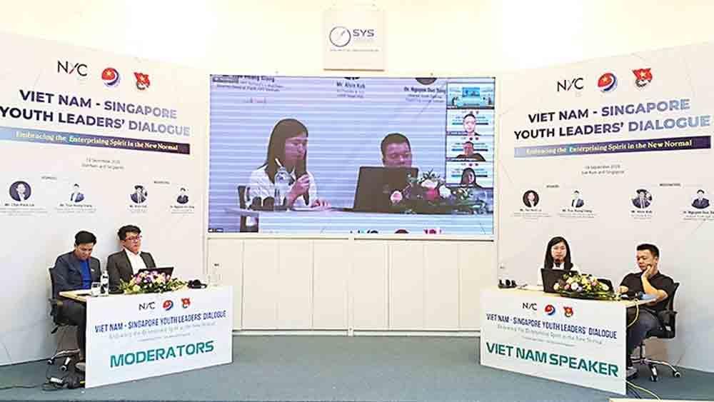 Vietnamese, Singaporean, young entrepreneurs, enhance cooperation, enterprise leaders, famous speakers, economic cooperation