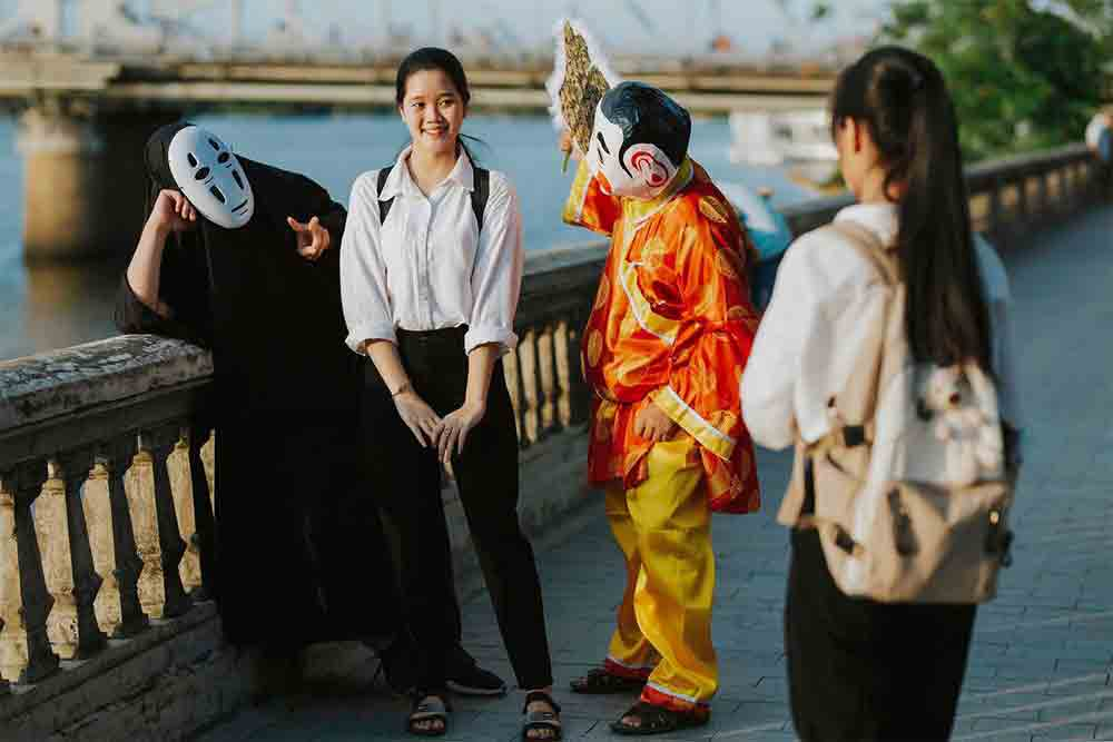 No-Face, God of the Soil, cultural twist, modern and an ancient folk character, piquant cultural touch, Spirited Away, Hue Citadel