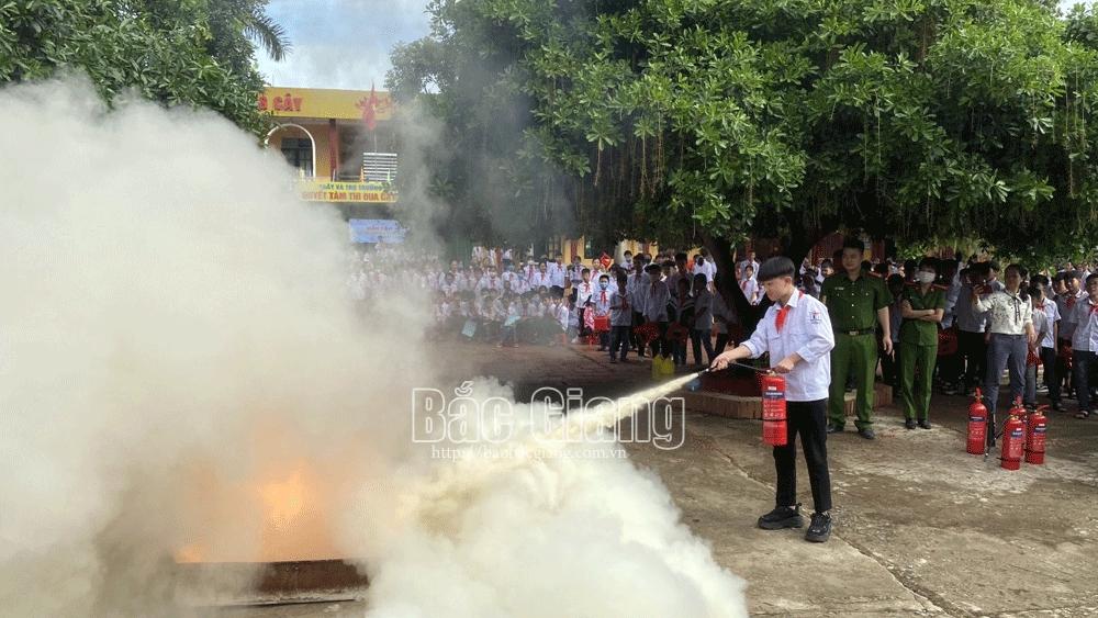 Tuyên truyền công tác phòng cháy, chữa cháy cho giáo viên, học sinh