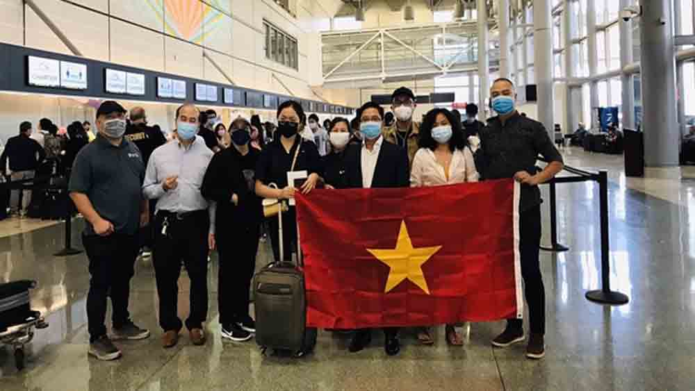 340 Vietnamese, US, flown home safely, Vietnamese citizens, Vietnamese authorities, special disadvantages, Covid-19 pandemic
