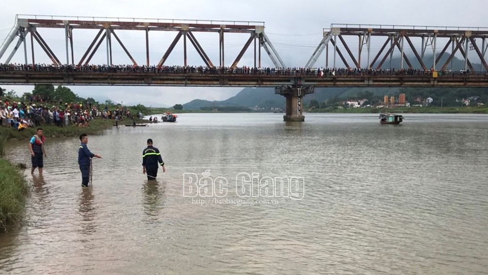 Bac Giang mourns over young man bravely rushing into river to save life