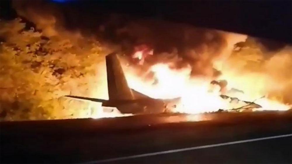 Phi cơ không quân Ukraine rơi, 22 người chết