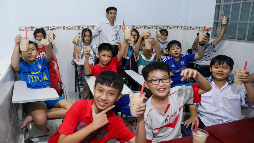 HCMC worker runs private school for free