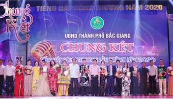 "Strong and emotional voices brighten up final round of ""Thuong River Singing Contest 2020"""