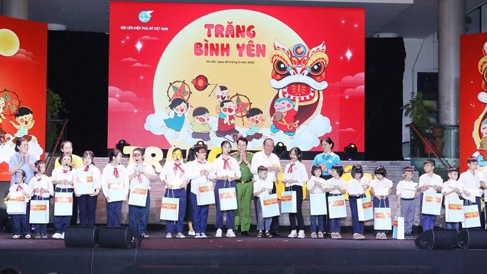 Deputy PM, presents gifts to children, Mid-Autumn Festival, disadvantaged children, Child abuse prevention, 90th founding anniversary
