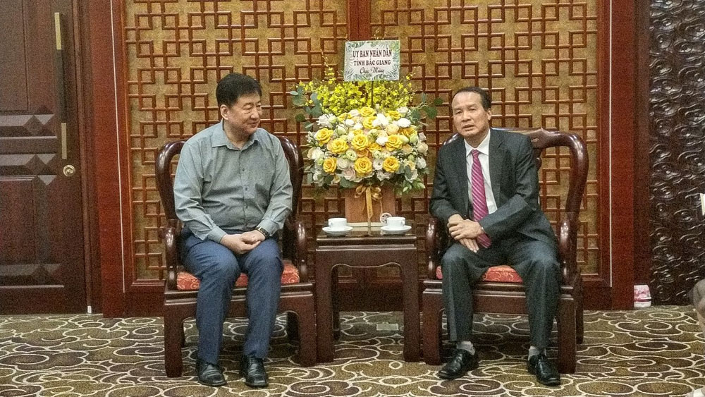 DoFA in Bac Giang province visits and congratulates Embassy of China in Vietnam on National Day
