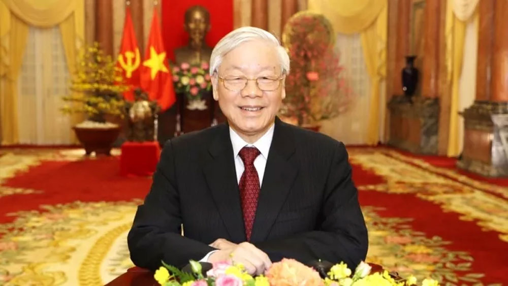 Top leader shares children's Mid-Autumn Festival joy