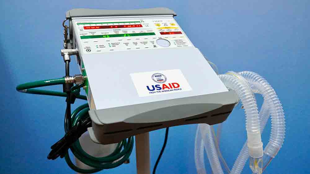 US gifts 100 ventilators to Vietnam