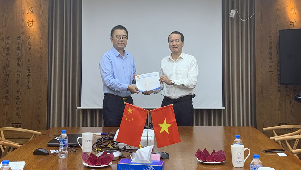DoFA visits and extends congratulations to Chinese FDI enterprises