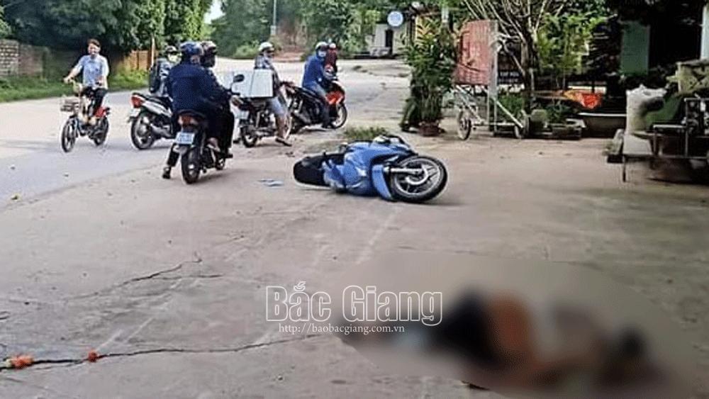 Bắc Giang: Điều khiển xe máy tự ngã, hai người thương vong