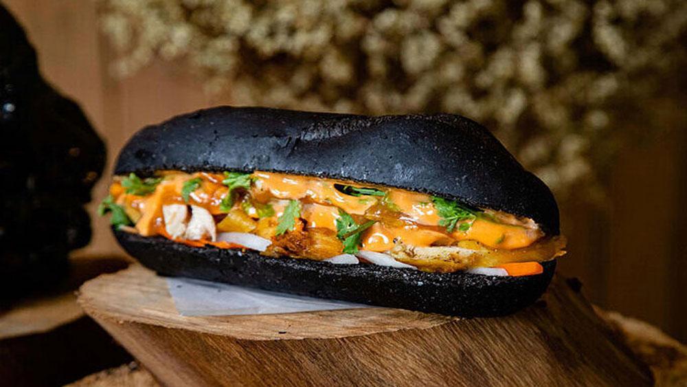 Coloring foods black, a growing trend in Vietnam