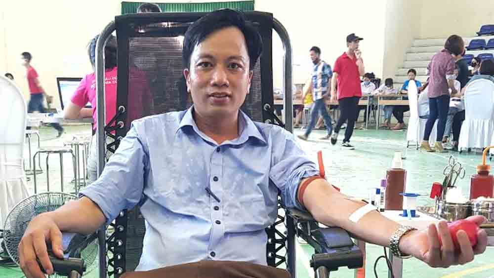 Teacher Giap Van Quynh, bright model, blood donation, professional work, voluntary campaigns, outstanding blood donors