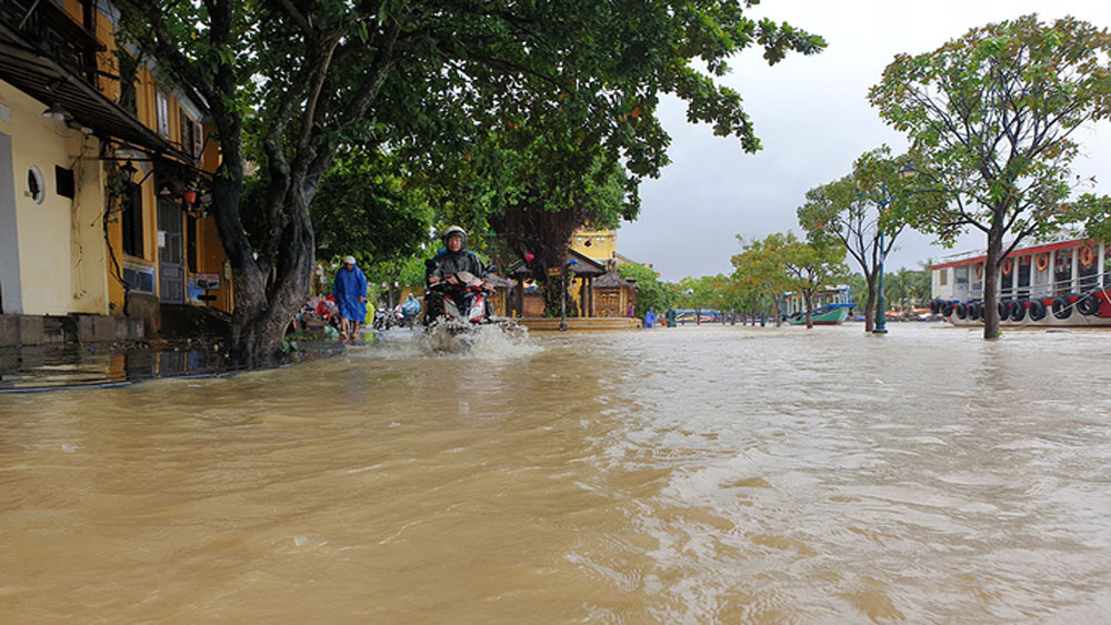 Prolonged rains, flooding, central Vietnam, tropical turbulence, torrential rains, under three meters of water