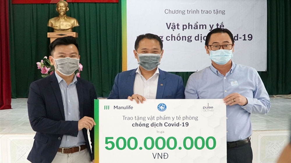 Manulife, medical supplies, Covid-19 frontline workers, Manulife Vietnam, ManulifeMOVE user, Vietnam Young Physicians Association