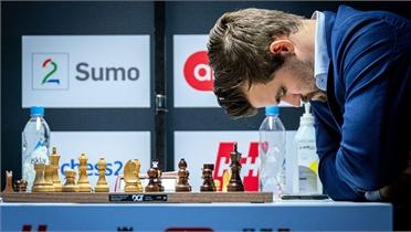 Vua cờ Carlsen đứt mạch 125 ván bất bại