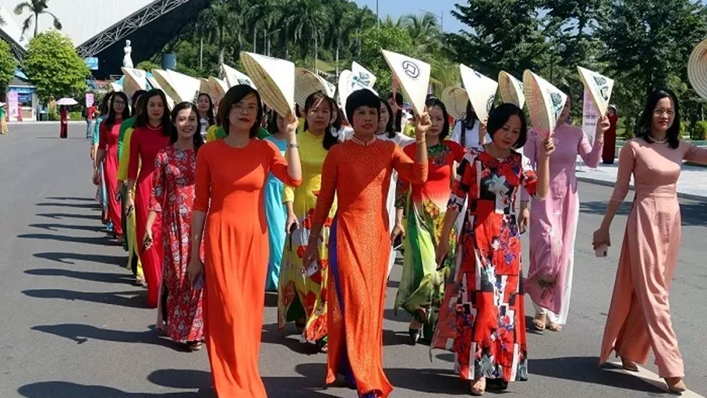 Quang Ninh province, encourages women, wear Ao Dai, female cadres, civil servants,  traditional long dress, national cultural identity