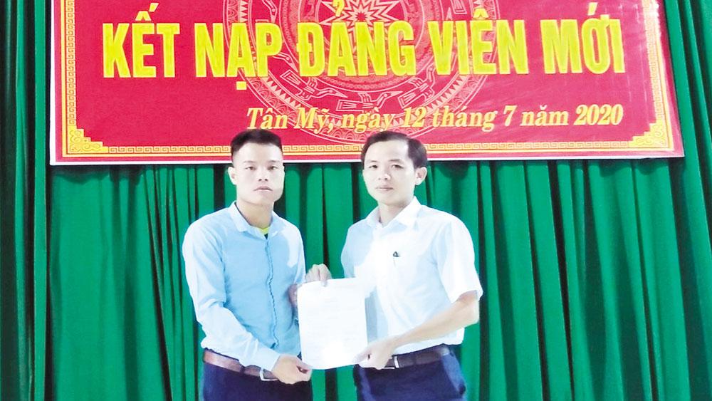 Bắc Giang phát triển đảng viên vượt mục tiêu đề ra: Thêm nguồn sinh lực mới