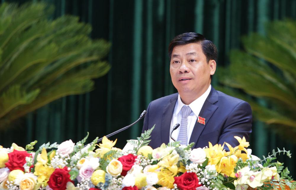 Đồng chí Dương Văn Thái,Phó Bí thư Tỉnh ủy, Chủ tịch UBND tỉnhtrình bày Báo cáo chính trị tại Đại hội.