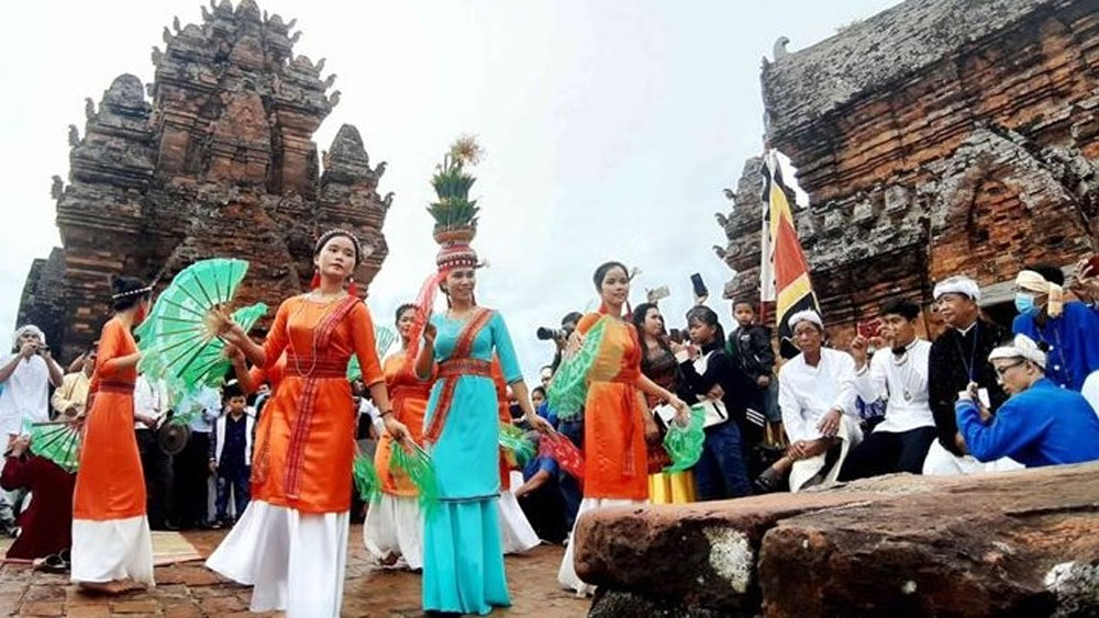 Cham ethnic people in Ninh Thuan joyfully celebrate Kate Festival