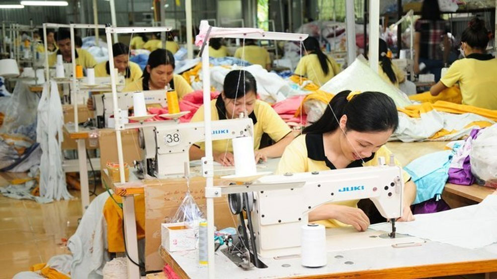 Vietnam workers' wage rises lowest in a decade