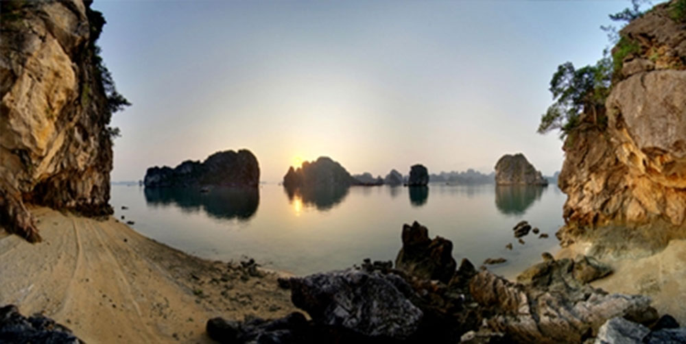 Kayaking, Ba Hang village, leisurely way, Quang Ninh's landscape, amazing area, Ha Long Bay, ideal place, natural beauty