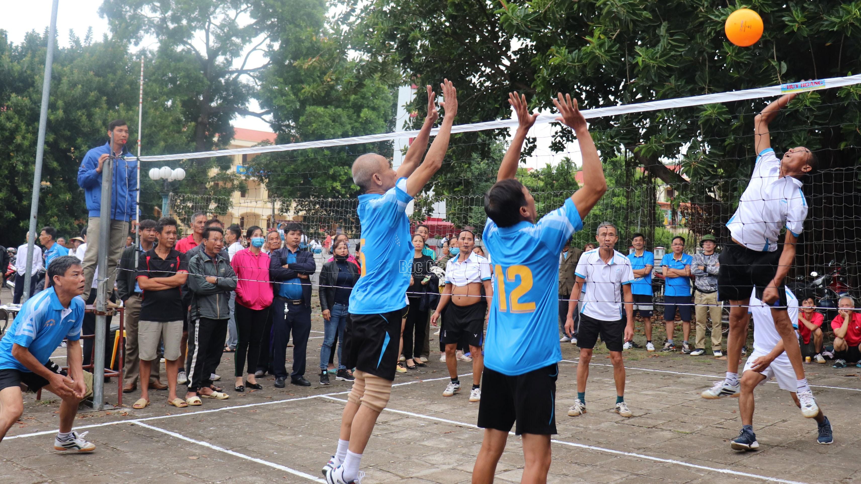 Bắc Giang: Gần 300 vận động viên thi đấu tại giải bóng chuyền hơi
