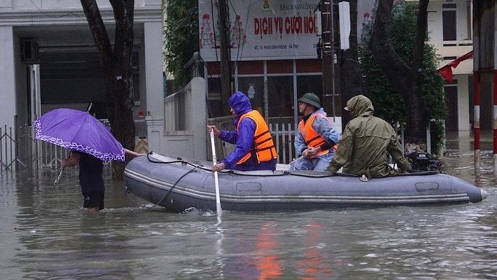Floods, landslides, 102 lives, central Vietnam, number of deaths, highest danger, heavily flooded, heavy downpours