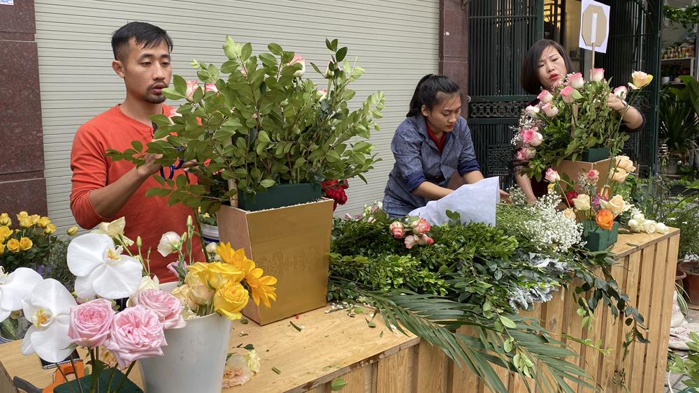 TP Bắc Giang: Thị trường hoa, đồ lưu niệm dịp 20/10 hút khách