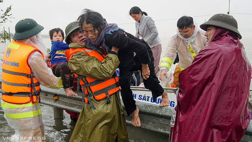 International organizations, pledge aid, central Vietnam flood victims, cash and disaster relief goods,  Flooding and landslides
