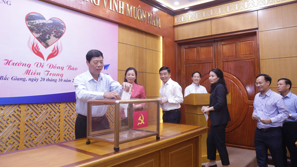 Organizations and agencies, Bac Giang province, Fund for the poor, flood victims, Central region, departments of Party Building, Fund for the poor